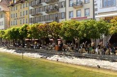 卢赛恩,瑞士- 2017年6月04日:人们在咖啡馆放松在Th 免版税库存图片