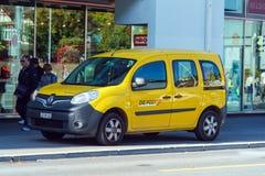 卢赛恩,瑞士- 2017年10月19日:使用的黄色雷诺汽车 免版税库存图片