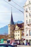 卢赛恩,瑞士- 2017年10月19日:公共汽车和汽车在r 图库摄影