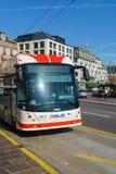 卢赛恩,瑞士- 2017年10月19日:公共汽车和汽车在r 免版税库存图片