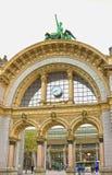卢赛恩,瑞士- 2017年5月02日:在入口前面的曲拱对卢赛恩火车站 这曲拱是 免版税库存图片