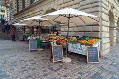 卢赛恩,瑞士- 2017年10月19日:在果子的街道贸易 库存图片