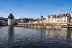 卢赛恩,瑞士2017年12月-23 :城市的大厦沿琉森湖的 卢赛恩是一个城市在中央 库存图片