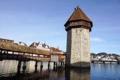 卢赛恩,瑞士2017年12月-23 :城市的大厦沿琉森湖的 卢赛恩是一个城市在中央 免版税库存图片