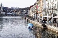 卢赛恩,瑞士2017年12月-23 :城市的大厦沿琉森湖的 卢赛恩是一个城市在中央 库存照片