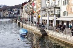 卢赛恩,瑞士2017年12月-23 :城市的大厦沿琉森湖的 卢赛恩是一个城市在中央 免版税图库摄影