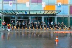 卢赛恩,瑞士- 2013年10月27日一个小组音乐家排行了卢赛恩和戏剧传统歌曲街道从Alphorn t 库存照片