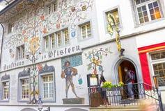 卢赛恩,瑞士- 2017年5月02日:在一个房子的墙壁上的绘画在卢赛恩,瑞士 免版税库存照片