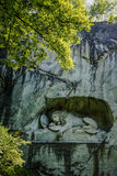 卢赛恩,瑞士- 2017年6月3日:Lowendenkmal,狮子纪念碑,是死的狮子雕象致力下落的瑞士近卫队 免版税库存图片