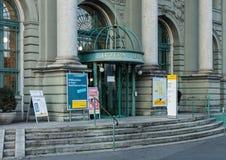 卢赛恩主要邮局的入口 免版税库存照片