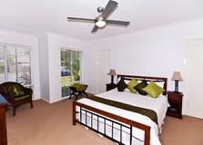 卧室主要宽敞 免版税库存照片