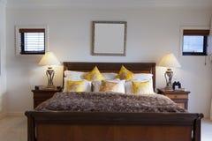 卧室主要宽敞 免版税库存图片