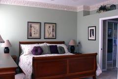 卧室主要现代 免版税库存图片