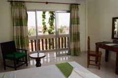 卧室内部在旅馆客房。 免版税库存图片