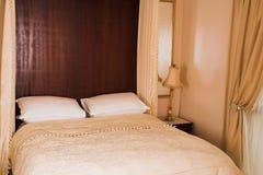 卧室内部豪华 免版税库存图片