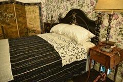 卧室在不是全国信任财产的利兹西约克郡附近的一栋美丽的乡间别墅里 免版税库存图片