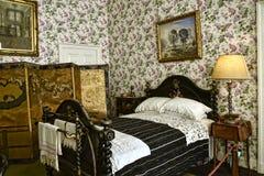 卧室在不是全国信任财产的利兹西约克郡附近的一栋美丽的乡间别墅里 免版税库存照片