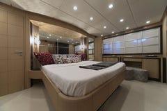 卧室意大利豪华主要游艇 库存照片