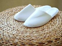卧室拖鞋凳子织法 免版税库存图片