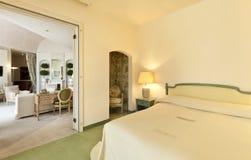 卧室方便的休息室视图 免版税库存照片
