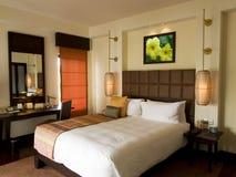 卧室旅馆样式泰国热带 免版税图库摄影