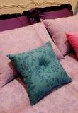 卧室明亮的家庭内部 免版税库存图片