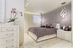 卧室明亮的豪华 免版税库存图片