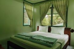 卧室是绿色的 免版税库存图片