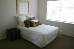 卧室柔和的淡色彩 免版税库存照片