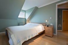 卧室现代时髦 免版税库存照片