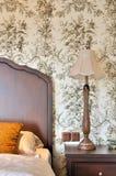 卧室用花装饰的零件视图墙纸 库存图片