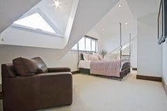 卧室顶楼 免版税库存照片