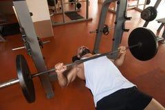 卧推锻炼 免版税库存照片