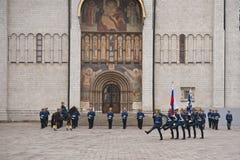 卫兵克里姆林宫莫斯科 免版税库存照片
