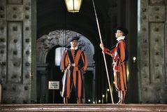 卫兵罗马教皇的瑞士 免版税库存照片