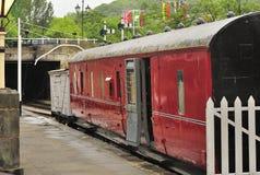 卫兵遗产线路llangollen铁路运输有篷货车 库存照片