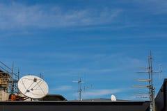 卫星和天线 免版税图库摄影