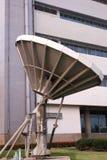 卫星盘,定向无线电天线无线电望远镜  免版税图库摄影
