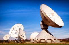 卫星盘-无线电望远镜 免版税库存照片