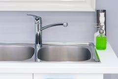 卫生间内部有水槽水池龙头的 卫生间现代设计  库存图片