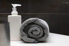卫生间内部肥皂毛巾 库存图片