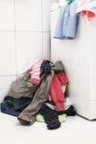 卫生间坏的洗衣店 库存图片