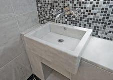 卫生间大理石水槽 免版税图库摄影