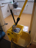 卫生间干净的楼层门卫 免版税库存照片