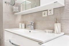 卫生间现代水槽 免版税库存照片