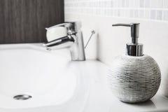 卫生间肥皂分配器 免版税库存照片