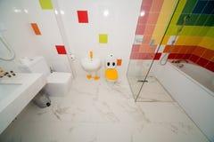 卫生间在一家五星旅馆的儿童` s屋子在Kranevo,保加利亚 库存照片