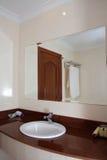 卫生间在旅馆客房。 库存图片