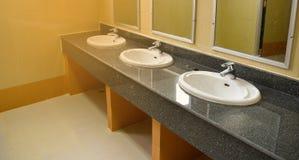 卫生间水槽 免版税库存图片