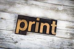印刷品在木背景的活版词 库存照片